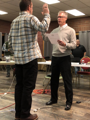 Ouray Mayor Greg Nelson, right, swears in new City Councilor John Wood during Monday night's meeting. The council appointed Wood mayor pro tem, replacing Glenn Boyd, who has held the position since 2014. Plaindealer photo by Mike Wiggins